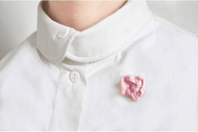 Monochromatiques - pin's chewing gum